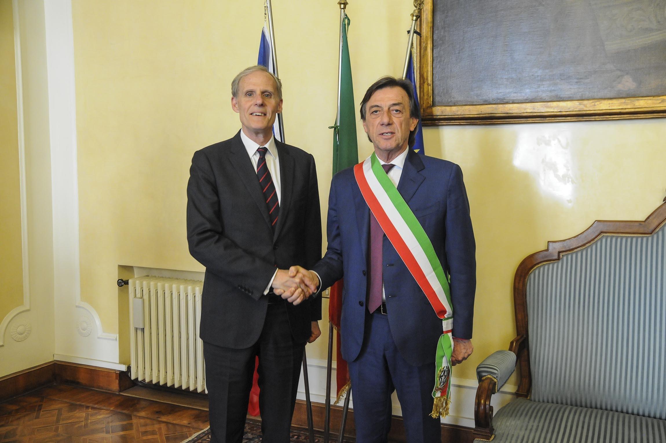 sindaco e ambasciatore di francia