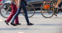 Divieto circolazione blocco traffico pedoni bici auto strade vie mobilità 240 fotolia 121691303